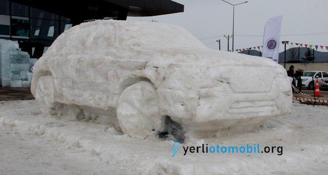 Buzdan yerli otomobil TOGG heykeli yapıldı