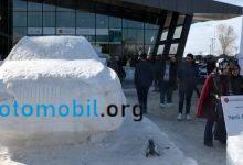 Buzdan yerli otomobil heykeli yapıldı