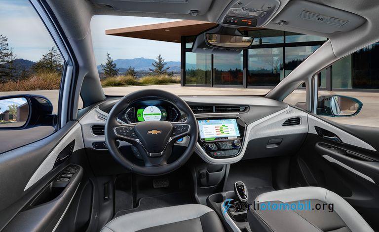 2021 Elektrikli Chevrolet Bolt Detayları neler? Motor, Şanzıman ve Performans, hakkında, Menzil, Şarj ve Pil Ömrü, İç Mekan, Konfor hakkında sizlere detaylar sunacağız.