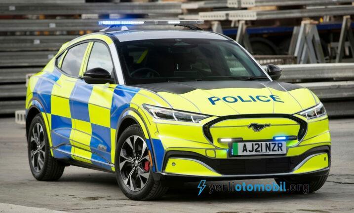 Ford Mustang Mach-E polis arabası konsepti ile birlikte İngiltere kuvvetlerine sunuldu.